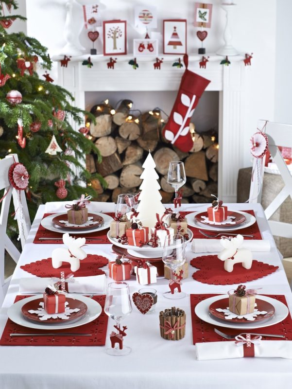 Scandinavian Christmas Decorating - Moose Table