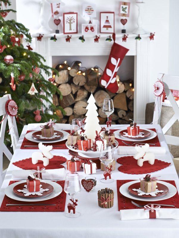 Scandinavian Christmas Decorating - Moose Table